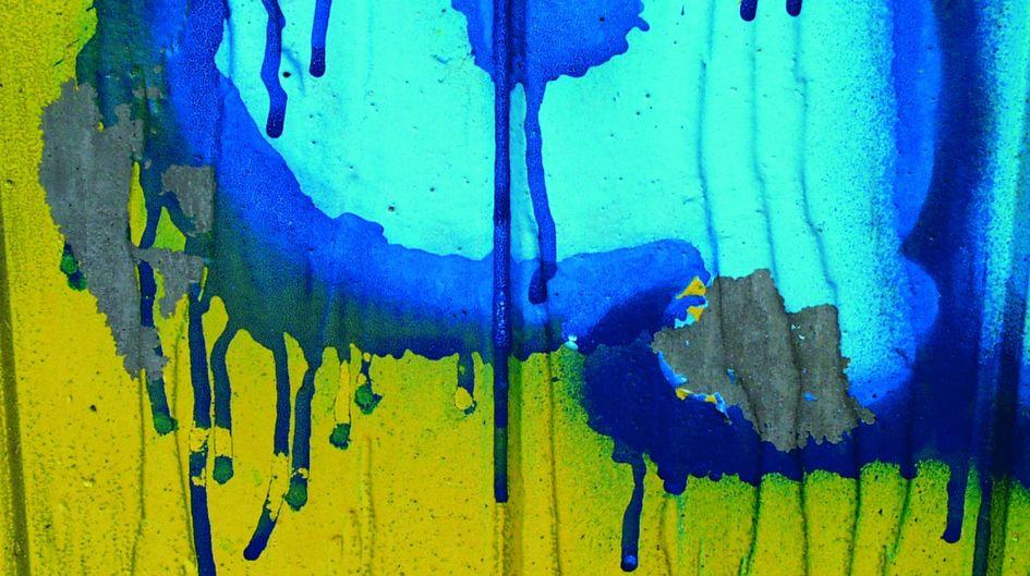 Unerwünschtes Graffiti muss nicht sein. Die Graffitischutzsysteme der Marke Protectosil® sind aufeinander abgestimmt und sorgen dafür, dass die Farbe direkt zu Beginn der Attacke verläuft, was für den Graffiti-Sprayer frustrierend ist.