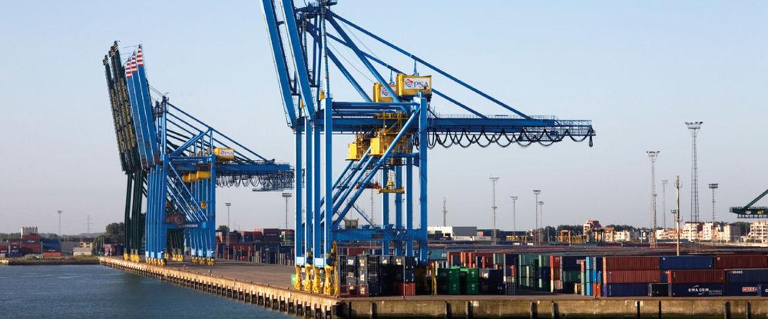 Protectosil® BHN schützt die Kaimauer des Containerterminals Zeebrugge in Belgien effektiv gegen die Gezeiten. Studien der Universität Leuven an der Kaimauer des Containerhafens ergaben, dass sich durch die Behandlung mit Protectosil® BHN die Lebensdauer der Kaimauer um mehr als 100 Jahre verlängern lässt.