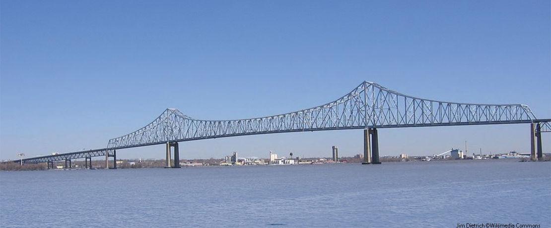 Die rund 42 km lange und 60 Meter hohe Commodore Barry Bridge in den USA ersetzt den ursprünglichen Fährverkehr. Über diese Brücke rollen täglich bis zu 35.000 Fahrzeuge. 90.000 qm der Fahrbahn sind mit Protectosil® CIT gegen Korrosion geschützt.