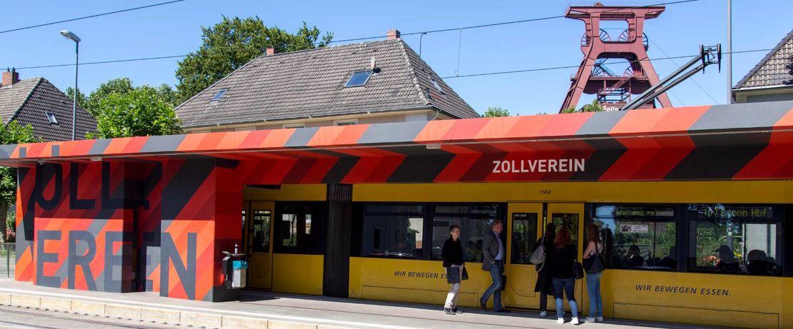 Nach einer Grunderneuerung der Straßenbahnhaltestelle Zollverein in Essen, hat der Auftrag von Protectosil ANTIGRAFFITI® für einen nachhaltigen und dauerhaften Graffitischutz gesorgt. Graffiti-Attacken mit Sprühfarben oder Markern werden abgewiesen und können leicht entfernt werden.