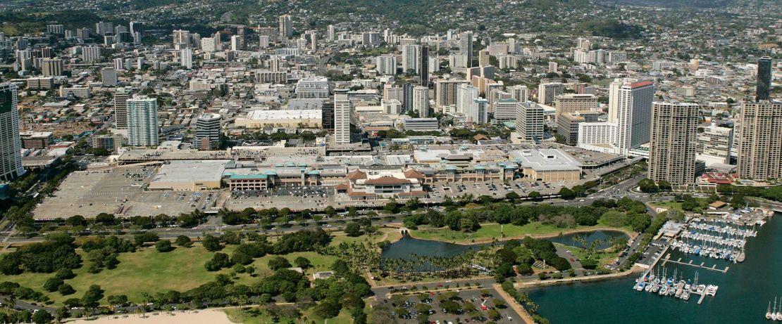 Mehr als 40 Millionen Besucher frequentieren jährlich das Ala Moana Shopping Center auf Hawaii, das weltweit größte Freiluft-Einkaufszentrum. Neben knapp 300 Geschäften wurden 6 Parkdecks gebaut, die mit Protectosil® BHN gegen Korrosion, Absprengungen, Schmutz- und Fleckenbildung geschützt wurden.