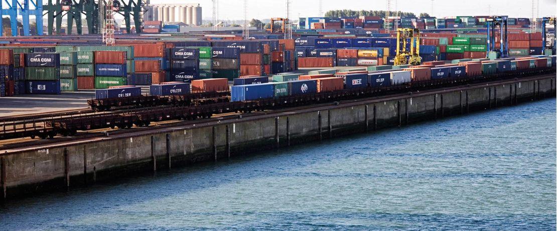 Der Containerterminal in Zeebrugge, Belgien, zählt zu den wichtigsten und modernsten Handels- und Umschlagsplätzen Europas. Protectosil® BHN schützt die Kaimauer der Hafenanlage wirksam gegen die Gezeiten und verlängert deren Lebensdauer rund 100 Jahre.