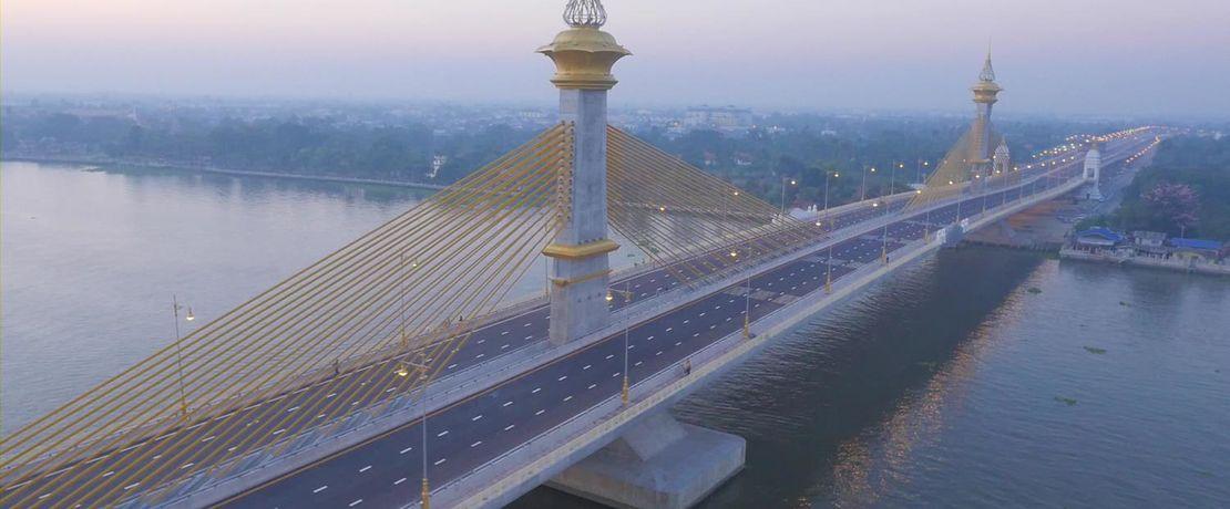 Die über das Meerwasser führende Chao Phraya Crossing River Bridge im tropisch feucht-heißen Thailand ist mit Protectosil® BHN gegen Wasser und schädliche Witterungseinflüsse geschützt.