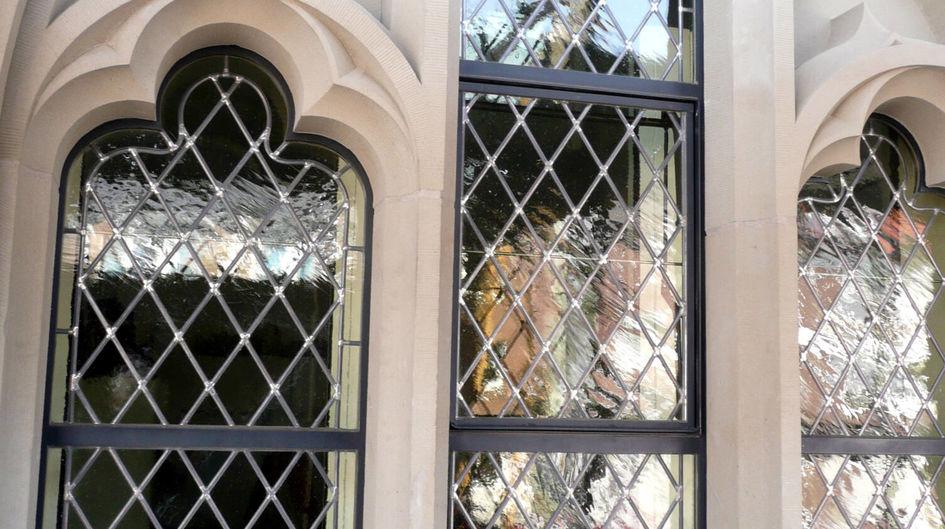 Die Fensterfassaden des Rathauses in Wesel sind aus Sandstein und bewahren durch den Oberflächenschutz mit Protectosil® ihre Schönheit und Funktion.