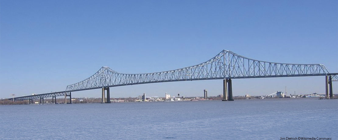 Every day, some 35,000 vehicles cross the Commodore Barry Bridge over the Delaware River. It is the longest cantilever bridge in the USA, connecting Bridgeport, New Jersey with Chester, Pennsylvania. Because of cracks in the road surface, salt, water and dirt were able to reach the reinforcement steel of the bridge. To stop the advancing corrosion, some 108 square yards of the bridge roadway were treated with Protectosil® CIT, a water-vapor permeable and therefore breathable protective layer, during renovation work.