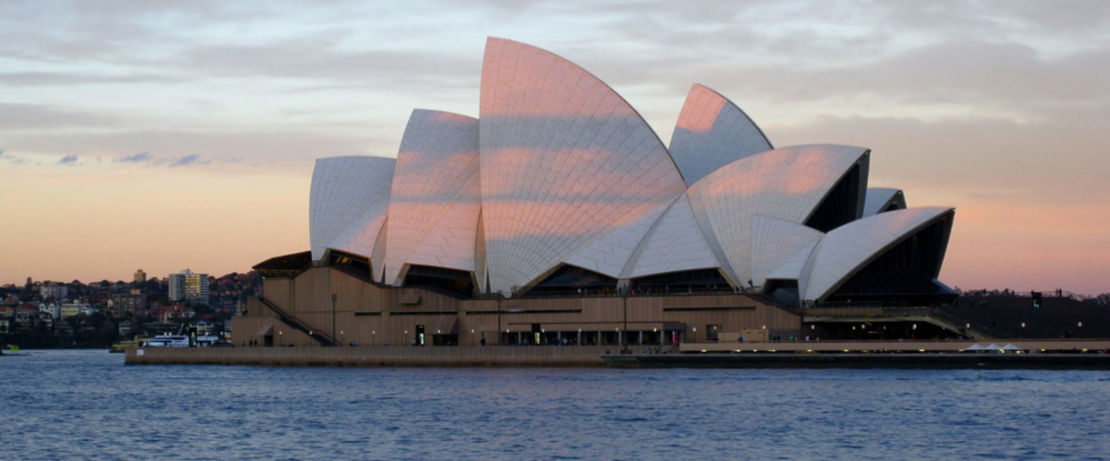 The Sydney Opera House, with a length of 183 meters and a width of 118 meters, is situated in a park on Sydney's harbor and houses different theatres. The 67-meter-high roof is covered with over a million white ceramic tiles. As a penetrating hydrophobic agent for concrete, brick masonry, and ceramic tiles, Protectosil® BSM 400 reliably protects the structure against moisture rising from the sea and improves the interior climate for the approximately four million annual visitors.