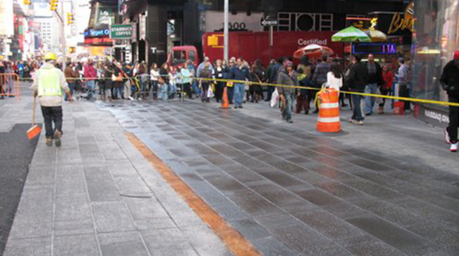 The Times Square in New York forms the center of Manhattan's theater district, the so-called popular Broadway. The pedestrian walkways of this highly frequented tourist attraction still look good and stay clean due to the treatment with Protectosil® BHN PLUS.