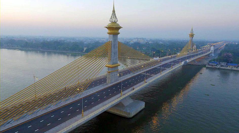 タイのチャオプラヤー川横断橋