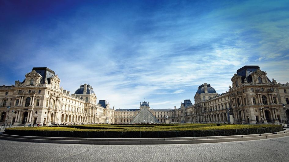 Protectosil ANTIGRAFFITI® protects the inner courtyard and sandstone benches of the Louvre museum in Paris, France.