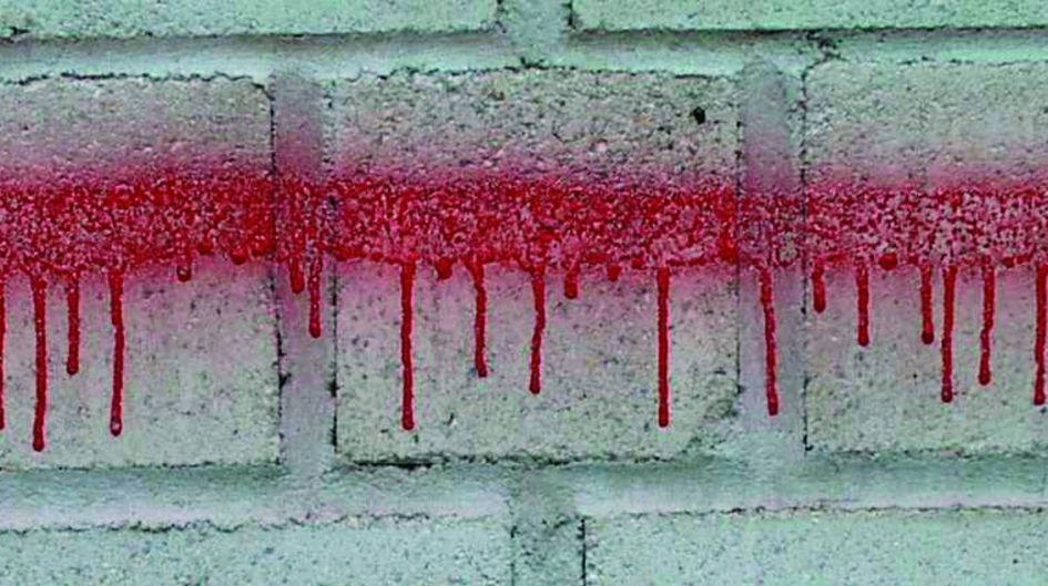 The paint runs thanks to the treatment of the underground with Protectosil ANTIGRAFFITI®. The graffiti attack cannot be achieved.