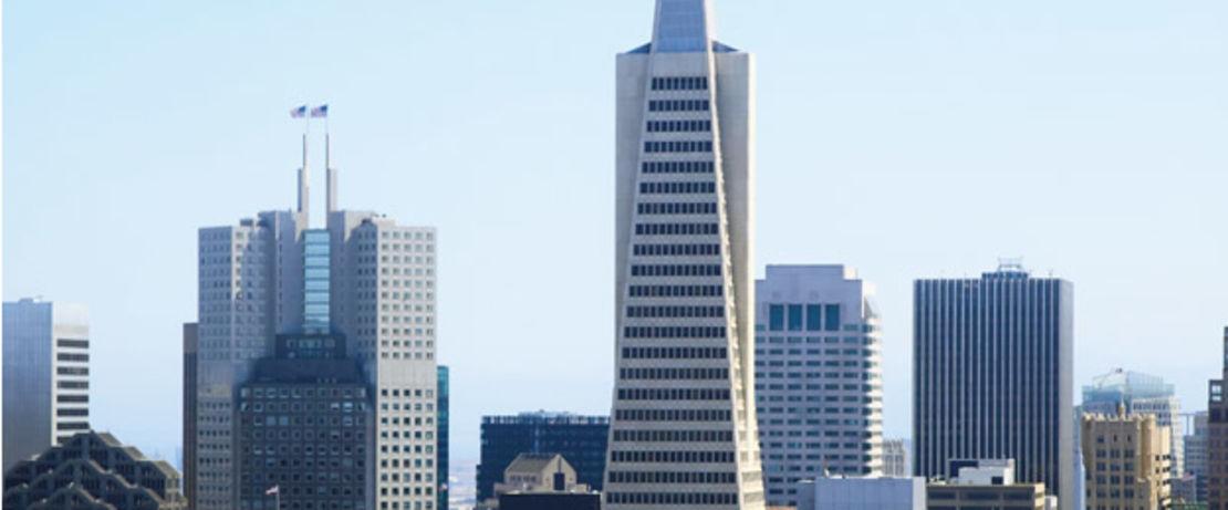 280码约48层楼高的泛美金字塔,是旧金山天际线最高的建筑物和著名的地标。该建筑有两个类似于翅膀的组件,用于电梯和紧急逃生,用于地震保护。窗户的清洁需要一段时间。因此,在建筑物正面使用表面防护剂之前,将窗户和窗框打上胶带会花费很多时间和金钱。因为Protectosil®CHEM-TRETE®BSM 400不会在玻璃或金属上留下任何残留,运营商决定采用Protectosil来有效的处理建筑物。