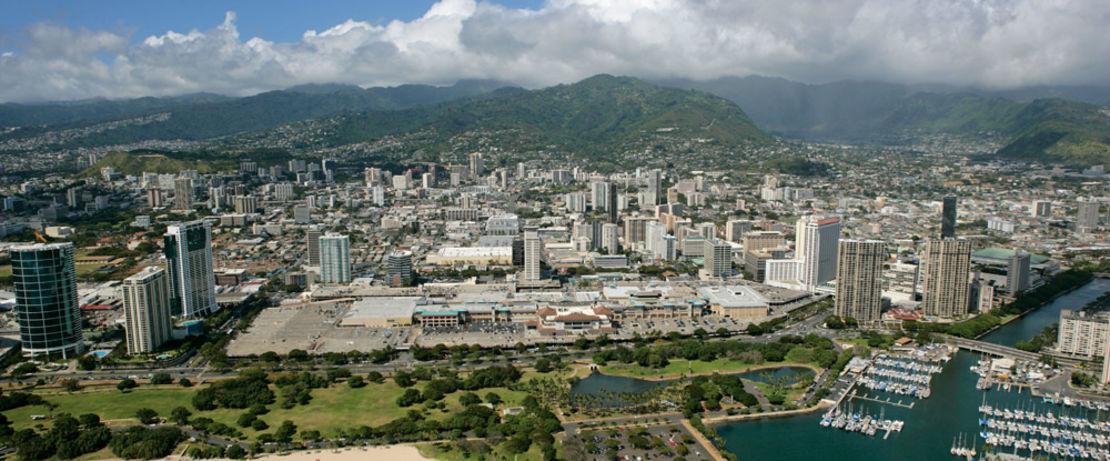 位于夏威夷首府檀香山的阿拉巴马州·莫纳中心,,是世界上最大的露天购物中心, 它的6个新停车场的也被Protectosil® BHN处理过。拥有290家商店和世界上最大的食品广场,购物中心每年吸引了超过4000万的游客。由于Protectosil® BHN的快速干燥性能,停车场只关闭了很短的时间。这种疏水处理能深入渗透混凝土孔隙,有效防止泥污,积垢和污迹。