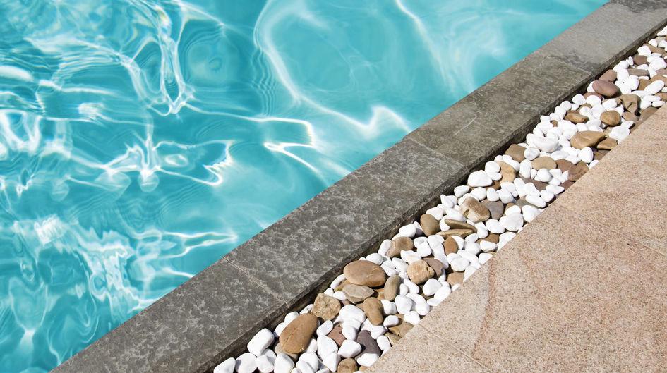 在美国佛罗里达州,世界著名的主题公园的泳池区域,由于使用了Protectosil® BHN PLUS处理而保持清洁。这些区域很容易保持清洁。使用软管就可以简单地去除污渍。